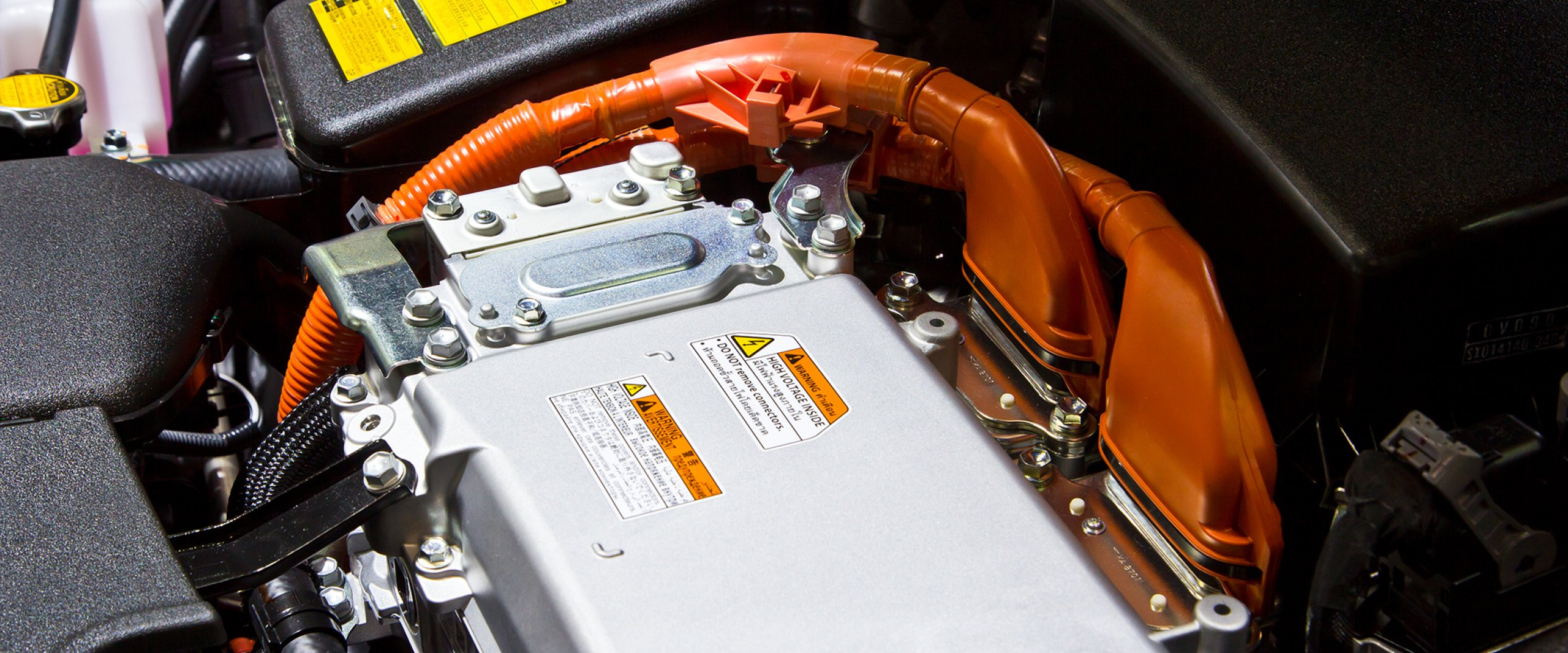 Battery and hybrid Engine_Quelle: shutterstock_apiguide_121026346